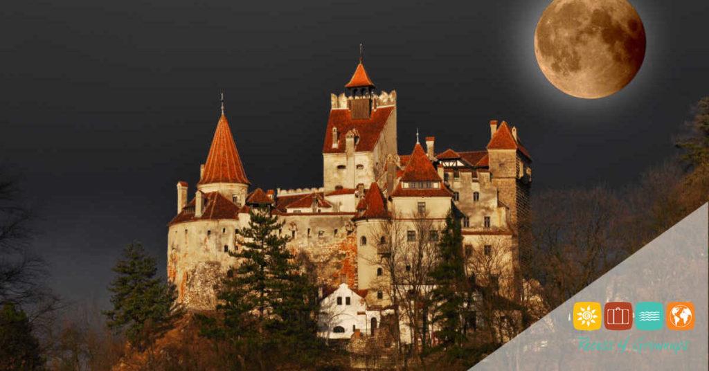 Romania-Transylvania-Bram Castle-Full Moon-Featured Image-PP